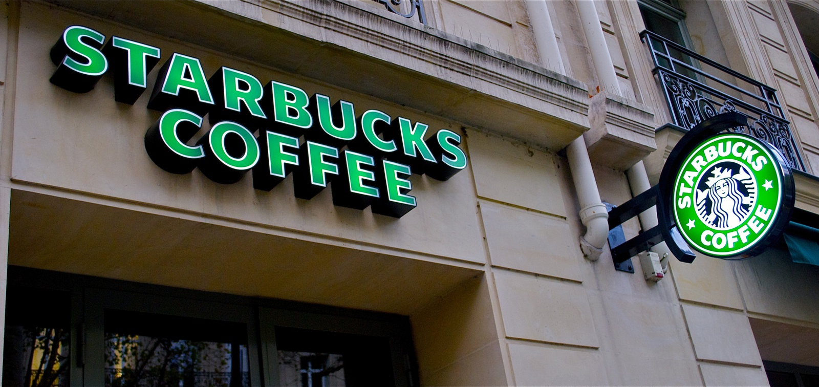 Starbucks seeks rent relief for a full year